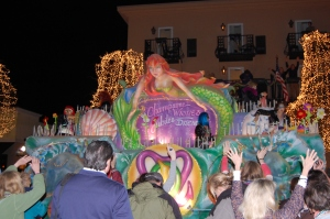 Night parade draws families to Fairhope, Alabama